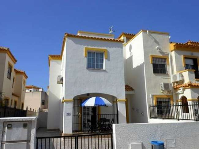 3 bed fully air-conditioned holiday villa with free WiFi to rent in Altomar 1 Gran Alacant
