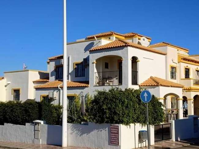 Fully air-conditioned 4 bedroom villa with free WiFi in Gran Alacant Alicante