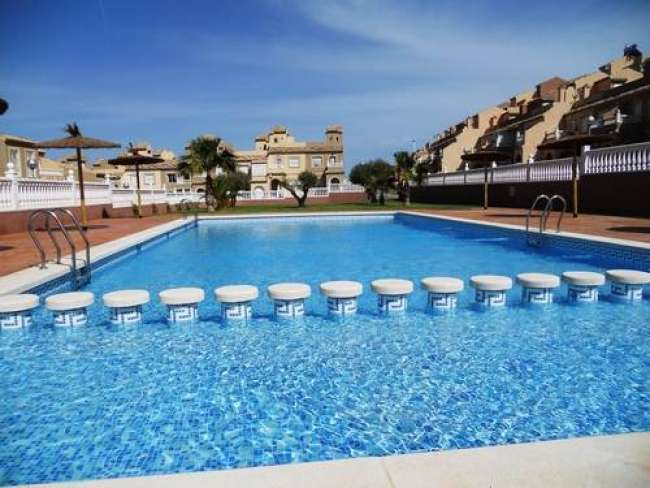 2 bed very family friendly holiday villa with air-con free WiFi and shared pool near Alicante