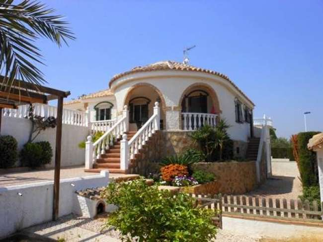 2 bed villa with private pool and WiFi to rent in Gran Alacant