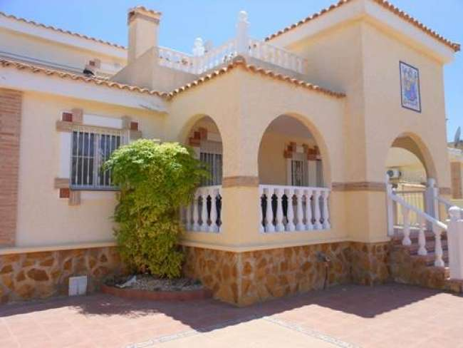 Holiday villa to rent with airconditioning private pool and WiFi near Alicante