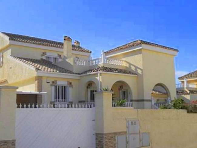 3 bed holiday villa with private pool air-con and WiFi in Gran Alacant