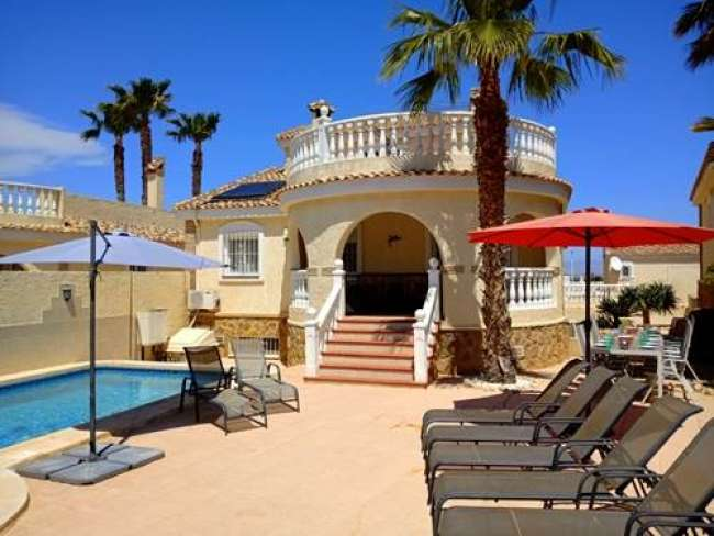 3 bedroom holiday villa to rent near Alicante with private pool and jacuzzi and WiFi
