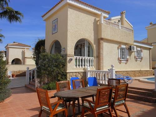 3 bed villa with private pool and air-con and WiFi near Alicante