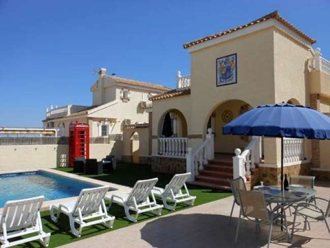 3 bedroom fully air-conditioned villa with private pool and with free WiFi near Alicante
