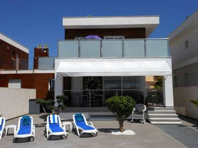 Stunning and chic 2 bedroom fully air-conditioned villa with private pool in Gran Alacant