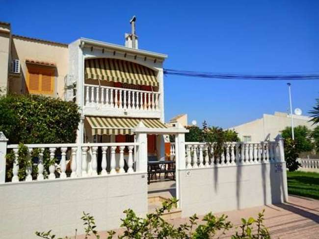 Very modern 3 bedroom villa with Air Conditioning Communal Pool and Free Wifi