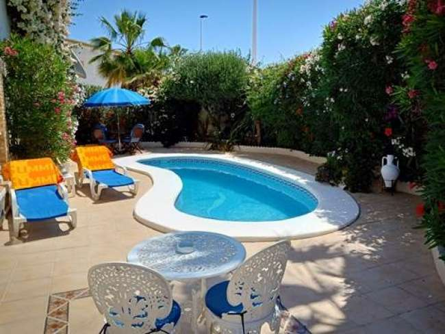 2 bed holiday apartment with air con and private pool and WiFi near Alicante