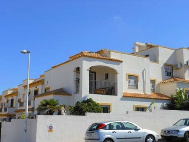 4 bed holiday villa with air-con and WiFi to rent in Gran Alacant