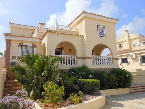 3 bed fully air-conditioned holiday villa with private pool and WiFi in Alicante
